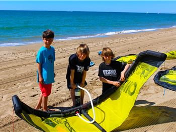 What's the difference between a 6m kite. And a 6m kite? - Kitesurfing News