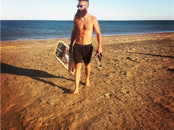 A Hipsters guide: Keeping a beard out of your depower cleat! - Kitesurfing News