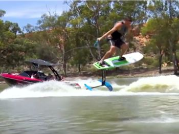 Is wakestyle coming to foiling? This guy's doing it! - Kitesurfing News